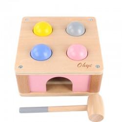 لعبة صندوق الكرات مع شاكوش خشب