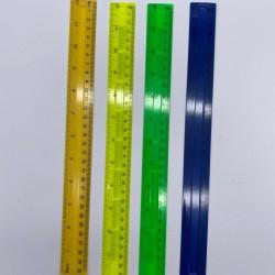 مسطرة بلاستيك 30 سم ملونة